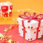 クリスマスは妻や彼女にサプライズプレゼント!喜ばれる演出方法・渡し方10選!(男性必見)