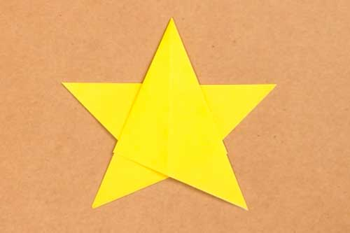 折り紙で作るクリスマスの星