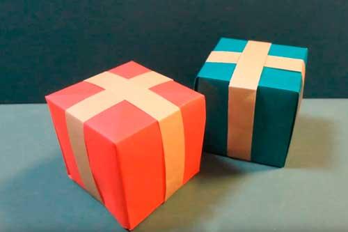 折り紙のプレゼントオーナメント