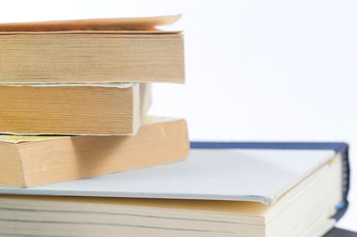 日焼けした本の黄ばみを取る方法3つ!【紙やすりがおすすめ】